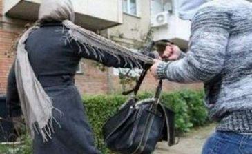 Ghinion pentru un hot din Bucuresti! Politistii l-au prins imediat dupa ce a smuls geanta unei batrane!