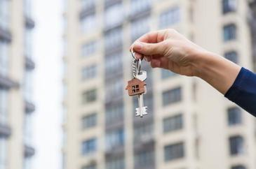 Prima casa s-a dat cu prima spaga! Mai bine de 60 de dosare de achizitionare a unor imobile prin credite bancare par sa fi fost aprobate rapid, dupa o luare de mita