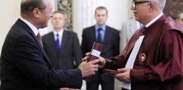 """Fostul presedinte CCR, Augustin Zegrean a fost respins de PNL. """"Sunt eu mai basist ca ei?"""" """"M-am gandit ca inca sunt util pentru societatea romaneasca"""" a spus Zegrean"""