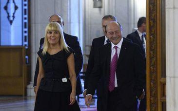 """Traian Băsescu: """"Elena Udrea n-ar fi vândut PDL. Vasile Blaga şi-a pus slugile să fugă cu urnele"""""""