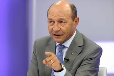 """Traian Basescu se implica in disputa legata de majorarile salariale din educatie si sanatate: """"Daca ar exista o politie a politicii, Gorghiu si-ar pierde dreptul sa conduca PNL"""""""