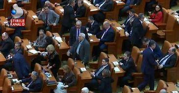 Au grija sa le mearga din ce in ce mai bine! In noua lege a salarizarii, parlamentarii si-au dublat salariul.