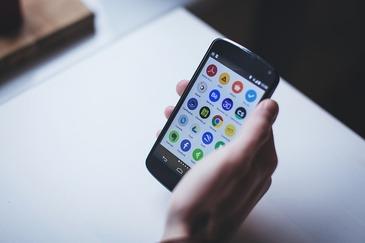"""Parlamentarii PSD si-au facut aplicatie pentru smartphone pentru a comunica """"mult mai interactiv"""""""