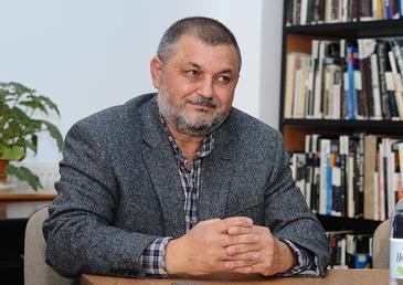 """Ce avere fabuloasa detine deputatul care a folosit un limbaj trivial in Parlament! Corneliu Bichinet mai are """"doar"""" 8 terenuri, dar a vandut 9 parcele anul trecut, rotunjindu-si conturile!"""