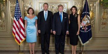 Carmen si Klaus Iohannis, fotografie cu Melanie si Donald Trump, la Casa Alba