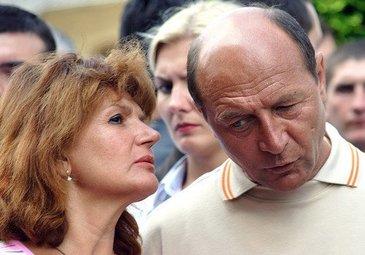Maria Basescu nu primeste pensie, desi sustine ca a fost angajata! Sotia fostului presedinte a lucrat in turism, dar nu incaseaza nici un un leu!