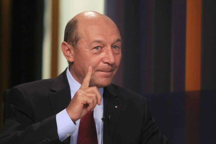 "Traian Basescu i-a enervat pe generalii de armata! ""A denigrat militarul roman!"" Fostul presedinte, chemat in instanta"