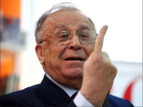 ULUITOR! Cum si-a facut Ion Iliescu aparitia astazi, la Parchet, acolo unde i-au fost prezentate acuzatiile in dosarul Revolutiei! Imagini graitoare