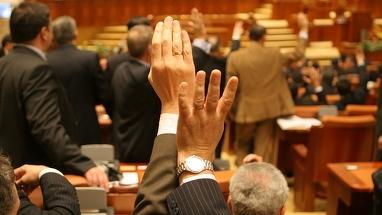 Codul de procedura penala a fost adoptat, azi-noapte, de deputati!