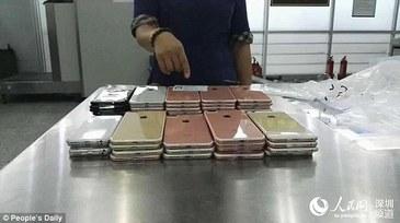 Politistii de frontiera chinezi au confiscat aproximativ 400 de telefoane iPhone 7. Contrabandistii au gasit cele mai ciudate metode de a aduce din tara smartphone-urile
