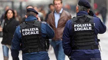 Roman arestat in Italia dupa ce a batut si a jefuit mai multe batrane. Modul barbar in care le lasa fara bunuri! Imagini socante