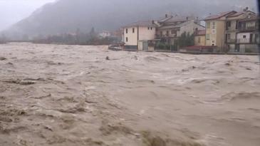 Dupa ce a fost lovita de cutremure, Italia se confrunta cu inundatii puternice. Codul rosu de alerta a fost activat