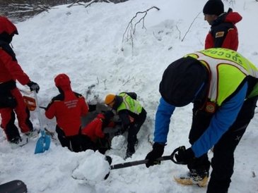 Sase salvatori au murit in Italia, in urma prabusirii unui elicopter in regiunea afectata de avalansa