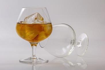 Angajatii unei companii londoneze, nemultumiti dupa ce conducerea a interzis consumul de alcool in timpul programului