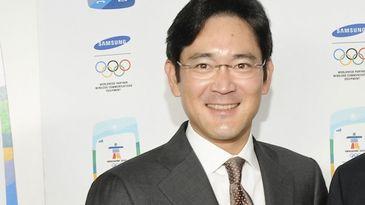 Mostenitorul imperiului Samsung a fost arestat pentru dare de mita si deturnare de fonduri