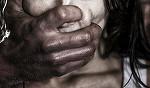 Tanara de 28 de ani, violata de 8 imigranti irakieni pana si-a pierdut cunostinta. Bestiile au aruncat-o apoi in strada, dezbracata