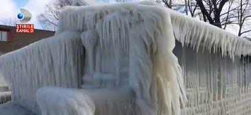 Iarna cumplita in SUA. Casele din New York au inghetat la propriu