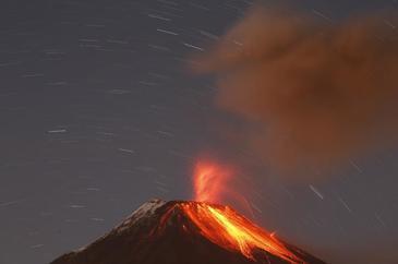 Cel putin 10 turisti au fost raniti dupa ce vulcanul Etna a erupt