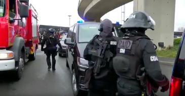 Un barbat a fost ucis pe aeroportul parizian Orly dupa ce a smuls arma unui militar