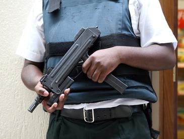 Atentat terorist in Franta - Un barbat a deschis focul asupra unor politisti in apropiere de aeroportul Orly