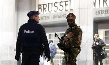 Atentat dejucat in Belgia, la Anvers. Un barbat a incercat sa intre cu masina in multime, la cateva ore dupa atacul din Londra