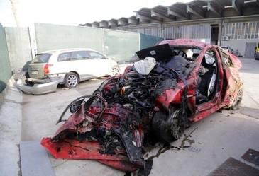 Doua romance au murit in Italia intr-un accident teribil! Soferita a intrat cu masina intr-un zid