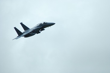 Avion militar, prabusit in localitatea Slatina din Serbia. Pilotii sunt dati disparuti