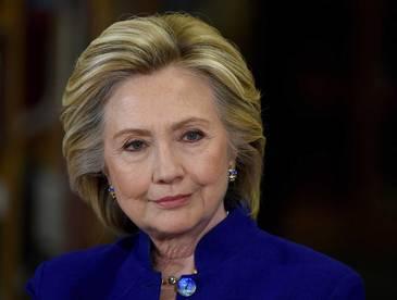 Gafa colosala! Cum a fost surprinsa Hillary Clinton intr-o filmare! E de-a dreptul rusinos. Consilierul ei a facut publice imaginile