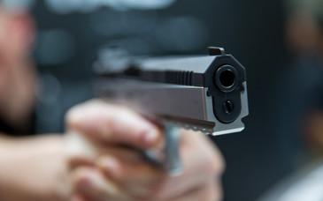 Jaf armat la un magazin Louis Vuitton din Paris. Un barbat a tras cu arma si a fugit cu o geanta plina cu obiecte de lux