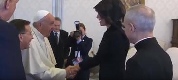 "Melania Trump a glumit cu Papa Francisc, la Vatican. Ce i-a raspuns la intrebarea: ""Ce ii dati sa manance"""