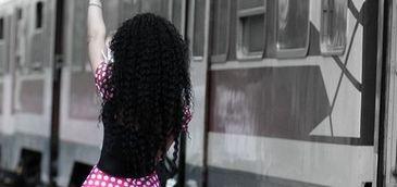 Un baiat de 6 ani a ramas singur in tren dupa ce mama lui a coborat sa fumeze o tigara. Femeia a vazut cum usile se inchid si baiatul ei dispare