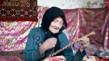 S-a nascut in 1886 si tocmai ce si-a sarbatorit ziua de nastere! Ea este cea mai in varsta persoana din lume
