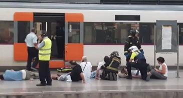 Tragedie feroviara in Barcelona! 48 de persoane au fost ranite dupa ce un tren a intrat intr-un stalp de beton
