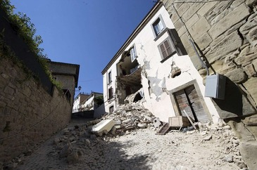 Cutremur puternic in China. Guvernul estimeaza la 100 de morti si raniti bilantul seismului de 6,5 grade. 130.000 de case au fost avariate