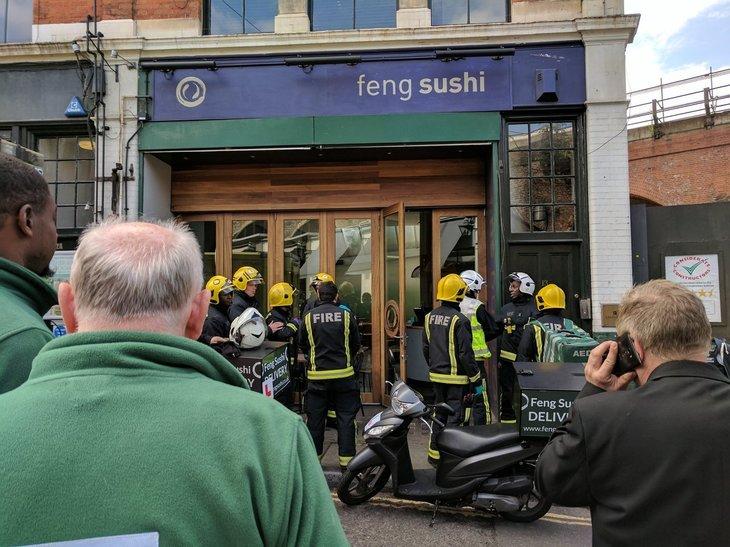 Stare de alerta in Londra. Orasul e terorizat, dupa ce trei persoane au fost ranite cu o substanta neidentificata