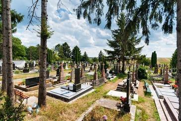 Un primar al unui oras din Belgia a fost gasit mort intr-un cimitir