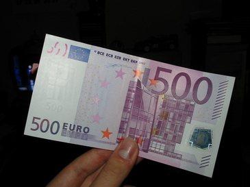 Politia de la Geneva ancheteaza un caz misterios de infundare a unor toalete cu bancnote de 500 de euro