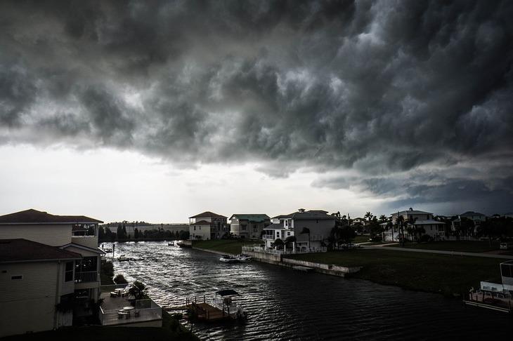 Furtuna tropicala Ophelia s-a transformat in URAGAN si se indreapta spre Europa