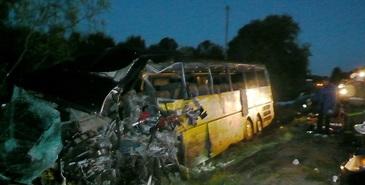 Cel putin 15 morti in centrul Rusiei intr-o coliziune intre un autobuz si un camion de busteni