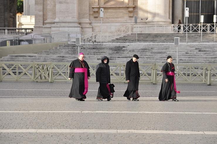 Ancheta la Vatican in cazul unui preot acuzat de abuz sexual