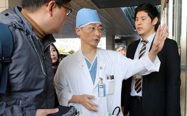 """Descoperire socanta in stomacul unui militar nord-coreean care a dezertat. """"Unul avea o lungime de 27 de centimetri!"""""""
