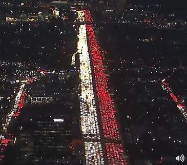 Aglomeratie in Los Angeles, inainte de Ziua Recunostintiei. Oamenii au blocat orasul