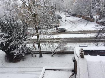 Marea Britanie, paralizata de ninsori! Drumuri inchise, zboruri anulate si localitati fara electricitate