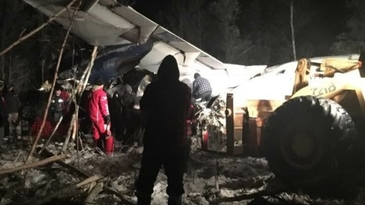 Mai multi raniti in Canada, in urma prabusirii unui avion cu 25 de persoane la bord la scurt timp dupa decolare