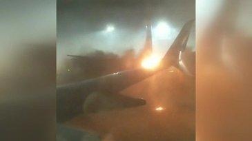 Zeci de pasageri au fost evacuati, in urma ciocnirii a doua avioane pe aeroportul din Toronto