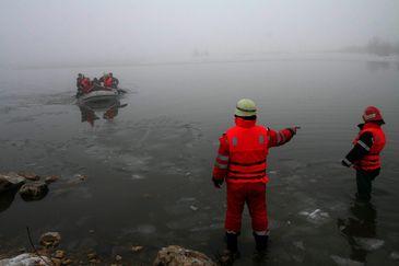 O ambarcatiune s-a rasturnat in apropiere de Dahanu, in India: cel putin patru elevi au murit, 32 au fost salvati