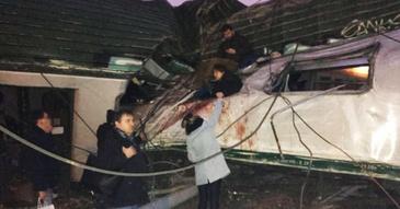 Accident de tren in Italia, in apropiere de Milano - Un tren a deraiat si s-a ciocnit violent de o cladire - Cel putin cinci persoane si-au pierdut viata