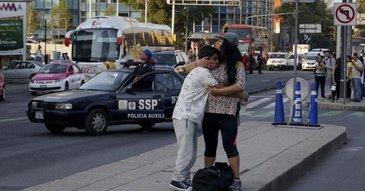 Un seism puternic s-a produs, vineri, in Mexic. Mii de oameni au iesit, panicati, in strada
