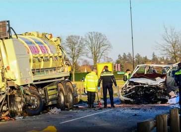 Cinci romani si-au pierdut viata intr-un accident rutier produs in Olanda. Microbuzul in care se aflau acestia a fost spulberat de un camion
