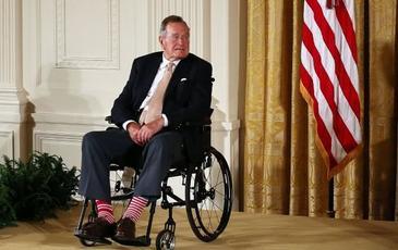 George Bush, internat la terapie intensiva la o zi dupa inmormantarea sotiei